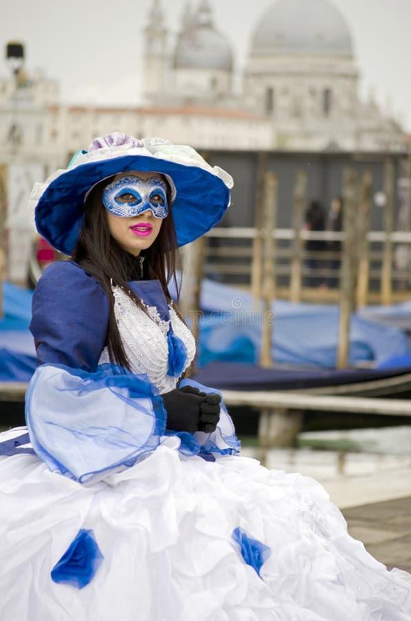 Executor da rua da mulher em Veneza foto de stock