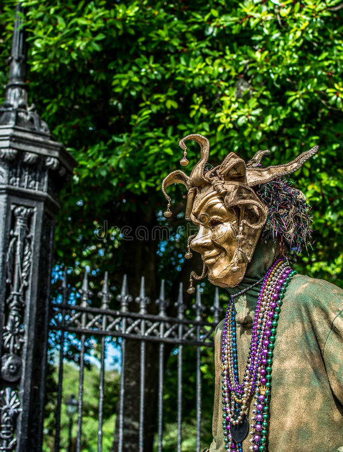 Executor da rua do bairro francês de Nova Orleães em Mardi Gras Mask fotos de stock royalty free