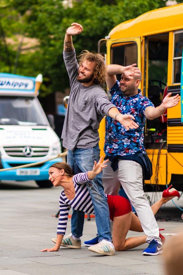 Executores da rua em Sheffield Tramlines 2019 para executar espetáculos ao vivo na cidade imagem de stock royalty free