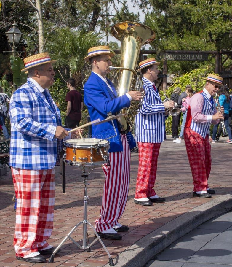 Executores do jazz de Nova Orleães em Disneylândia Anaheim imagem de stock royalty free