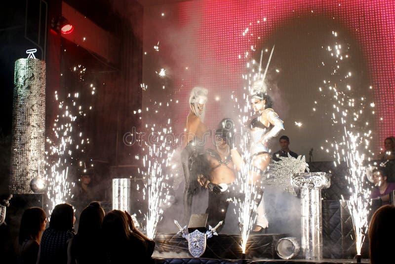 Executores 'sexy' da dança em uma mostra do clube imagens de stock royalty free