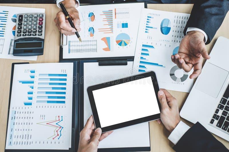 Exekutive zwei, die Firmenwachstumsprojekt-Erfolg financia bespricht lizenzfreies stockbild