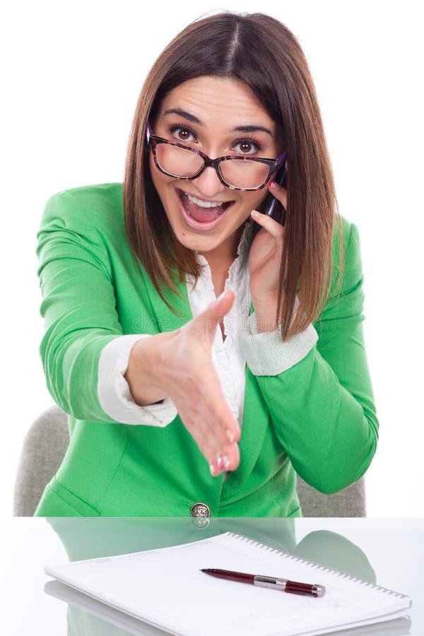 Exekutivfrau, die Hand rüttelt stockbild