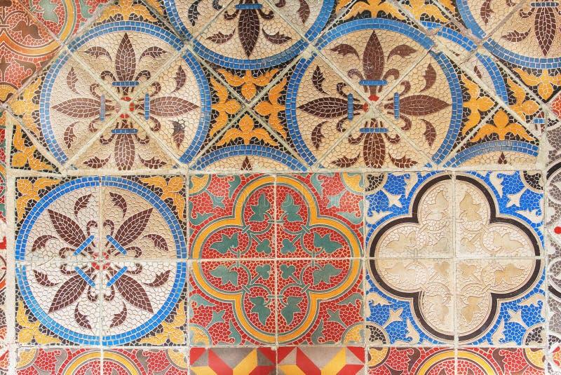 Exempel av den keramiska tegelplattan för retro design Tappning mönstrad textur och bakgrund Kolonialt husgolv vid gamla tider royaltyfri fotografi