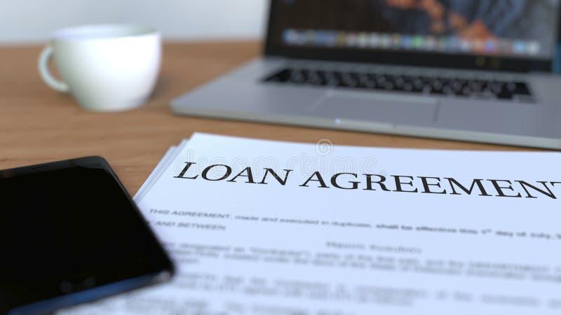 Exemplaar van leningsovereenkomst over het bureau het 3d teruggeven royalty-vrije stock fotografie