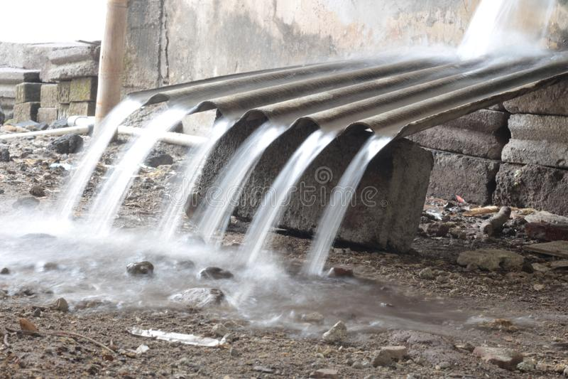 Exemplo da água com velocidade do obturador lenta ilustração do vetor