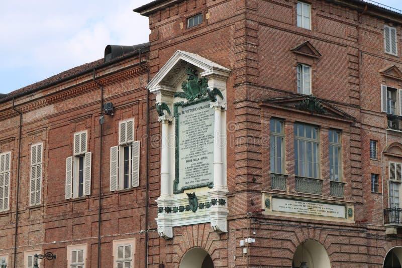 Exemplo da decoração do classicismo em uma construção em Torino, Itália imagens de stock royalty free