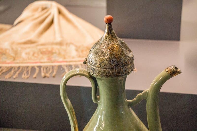 Exemplo de testes padrões da arte do otomano em metais fotografia de stock