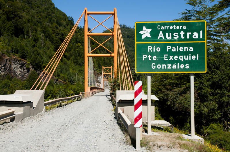Exequiel Gonzales Bridge - Carretera austral - le Chili photographie stock
