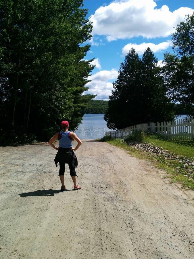Exercício ao longo do lago fotos de stock