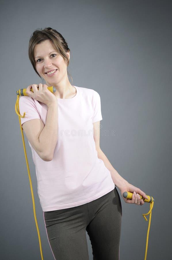 Exercício bonito do instrutor do aerobics fotos de stock royalty free