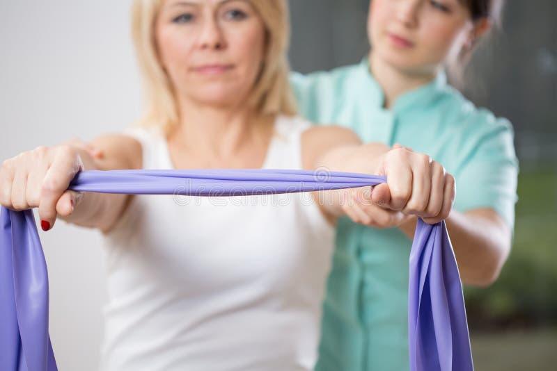 Exercício com fita foto de stock