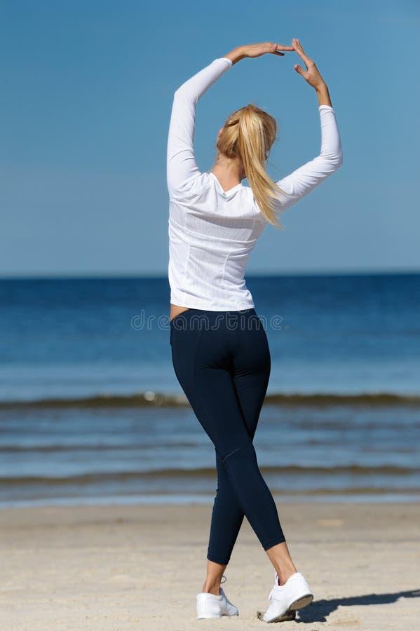 Exercício da mulher nova foto de stock royalty free
