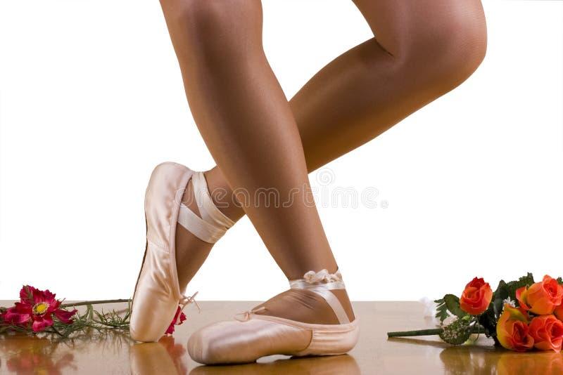Exercício do bailado da reverência. Ensaio do vestido. fotos de stock