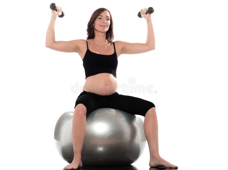 Exercício dos Dumbbells da mulher gravida fotografia de stock royalty free