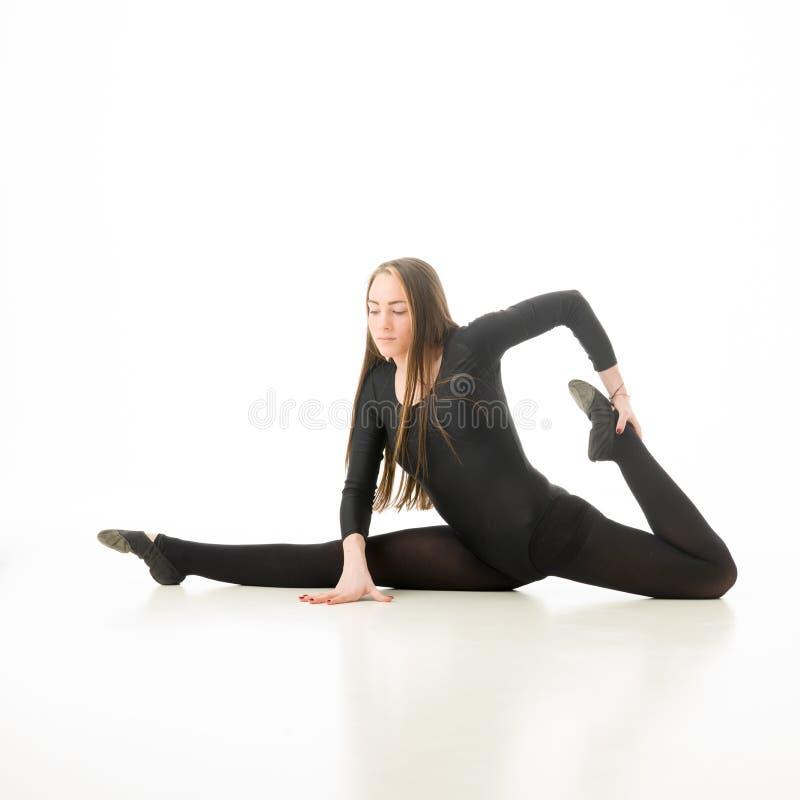 Exercício fêmea da ginasta imagens de stock royalty free