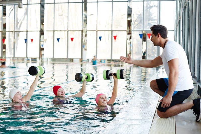 Exercício na piscina fotos de stock