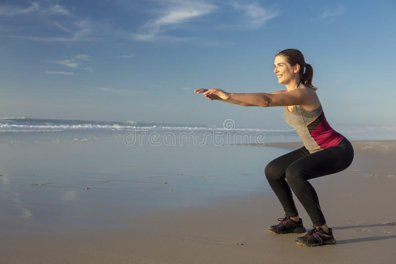 Exercício na praia foto de stock royalty free