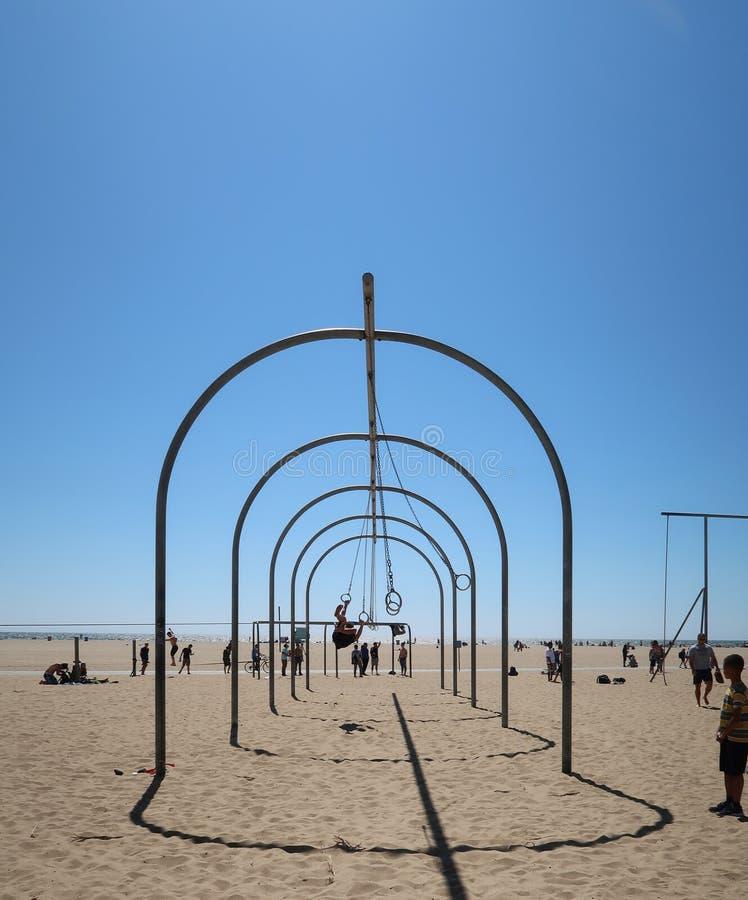Exercício na praia de Santa Monica foto de stock