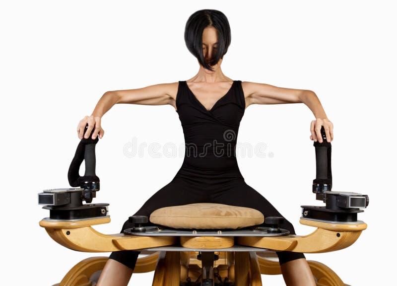 Exercícios do exercício do reformista de Pilates fotografia de stock royalty free