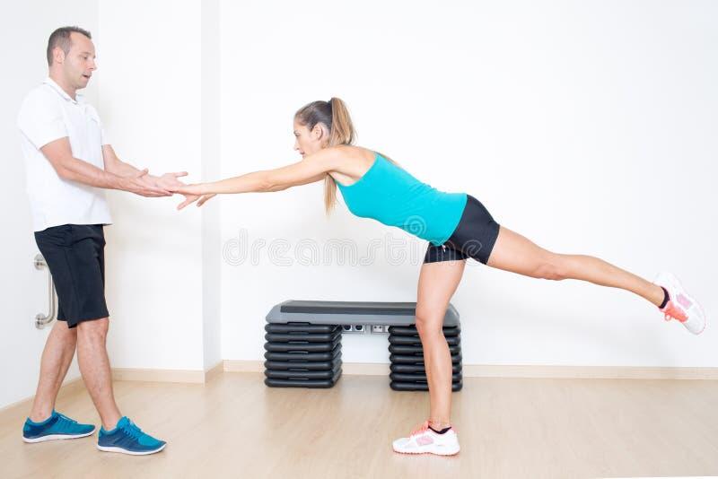 Exercice d'entraînement d'équilibre photos libres de droits