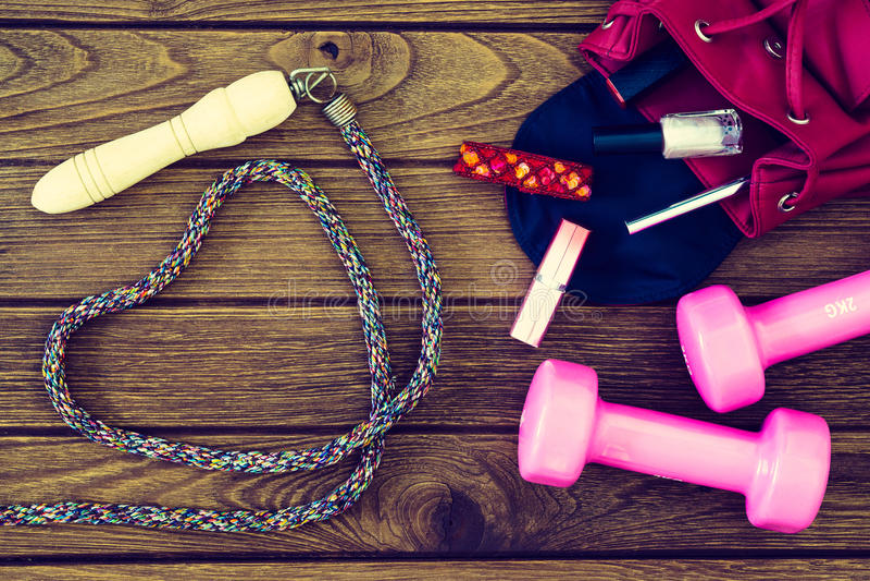 Exercice de femmes, concept de forme physique et d'élaboration photos stock