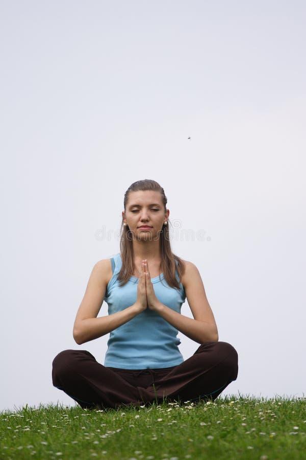 Exercice de méditation extérieur photo libre de droits