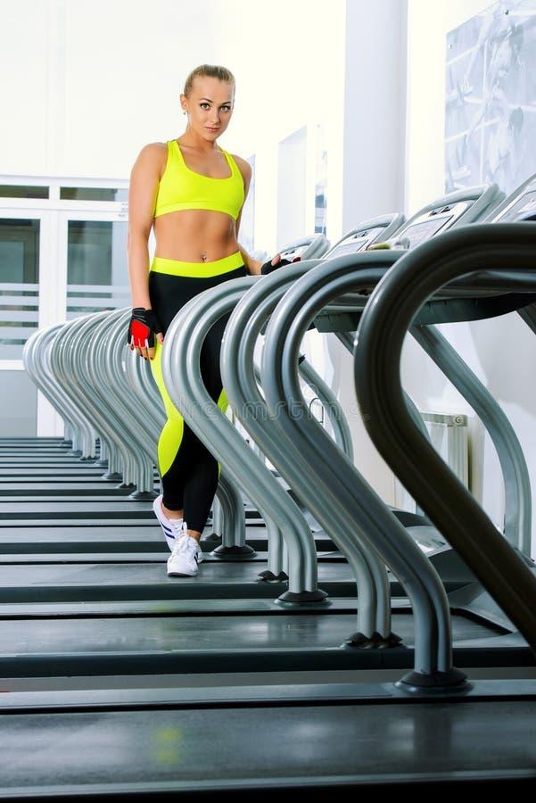 Exercice de tapis roulant photos stock