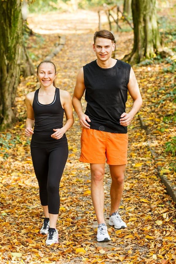 Exercice des coureurs extérieurs images stock