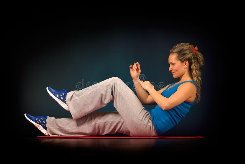 Download Exercice Des Jeunes De Femme De Gymnastique Image stock - Image du beauté, sain: 56475847