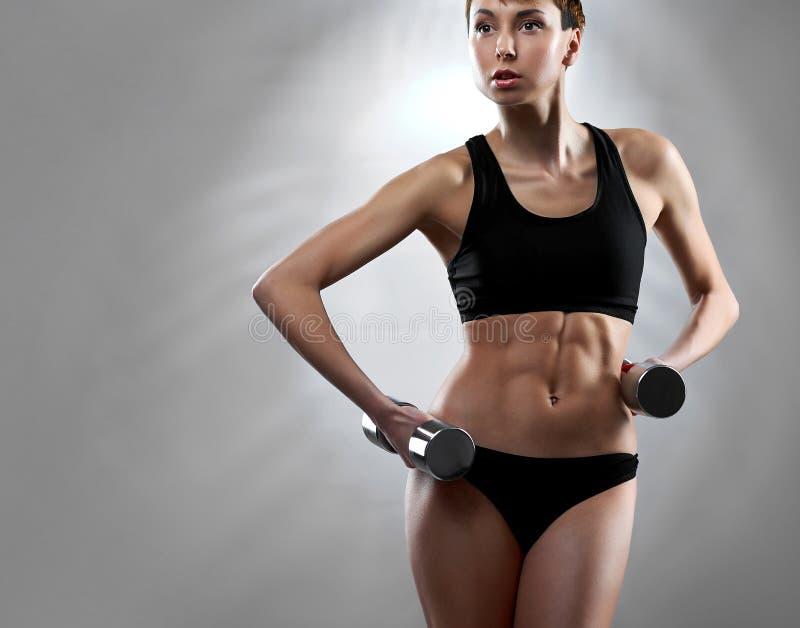 Exercice sain et convenable de jeune femme photos stock