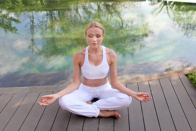 Exercices da ioga fotografia de stock