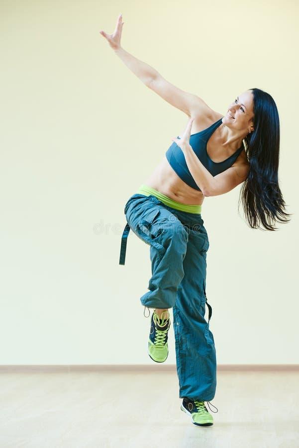 Exercices de forme physique de danse de Zumba image libre de droits