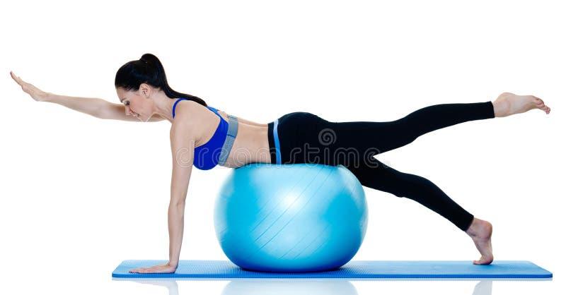 Exercices de pilates de forme physique de femme d'isolement photos stock