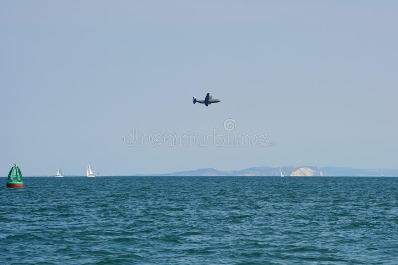 Exercices militaires au-dessus de baie de Bournemouth photographie stock libre de droits