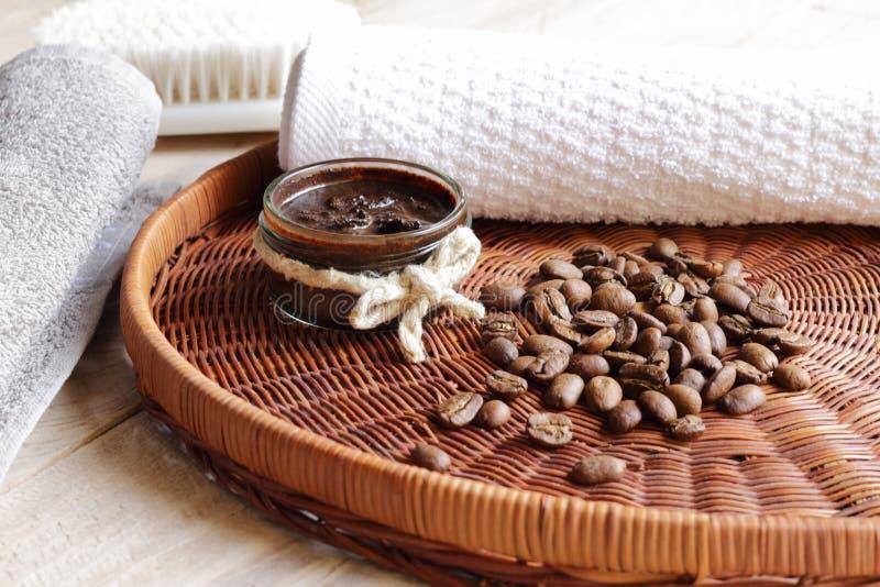 Exfoliante corporal con café fotos de archivo libres de regalías