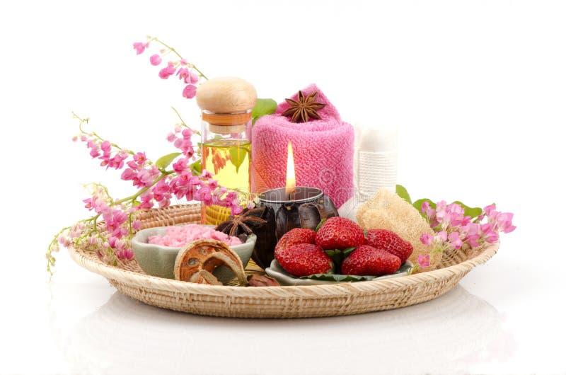 Exfoliante corporal con la fresa, sal del mar y aceite de oliva. (Para la piel seca) imagen de archivo libre de regalías