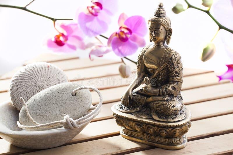 Exfoliation och skämma bortbot med tro i Buddha fotografering för bildbyråer