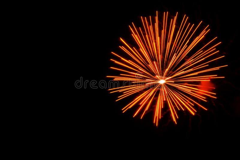 Exhibición anaranjada de los fuegos artificiales fotos de archivo libres de regalías