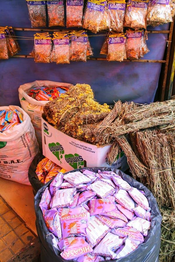 Exhibición de hierbas en Mercado Cuatro en Asuncion, Paraguay fotografía de archivo libre de regalías