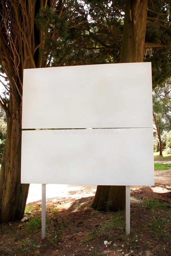Exhibición de la cartelera de publicidad del espacio en blanco de la calle, tabla del aviso Agencias de publicidad fotografía de archivo libre de regalías