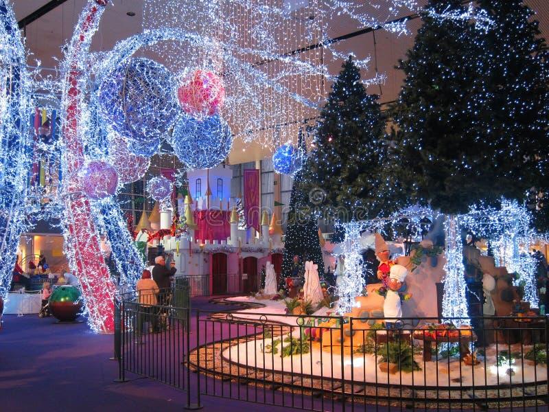 Exhibición de la luz de la Navidad en una alameda de compras. fotografía de archivo