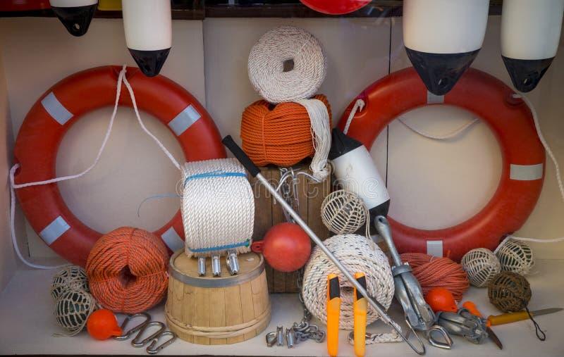 Exhibición de la tienda de artículos marinos imagen de archivo libre de regalías