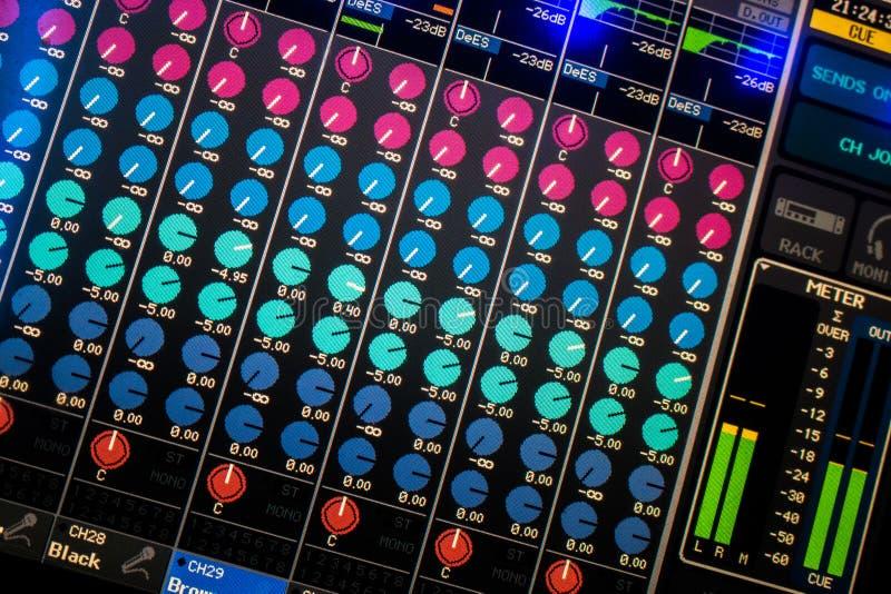 Exhibición de mezcla del escritorio del audio de Digitaces imagen de archivo