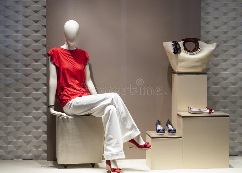 Exhibición del maniquí de la moda imagen de archivo libre de regalías