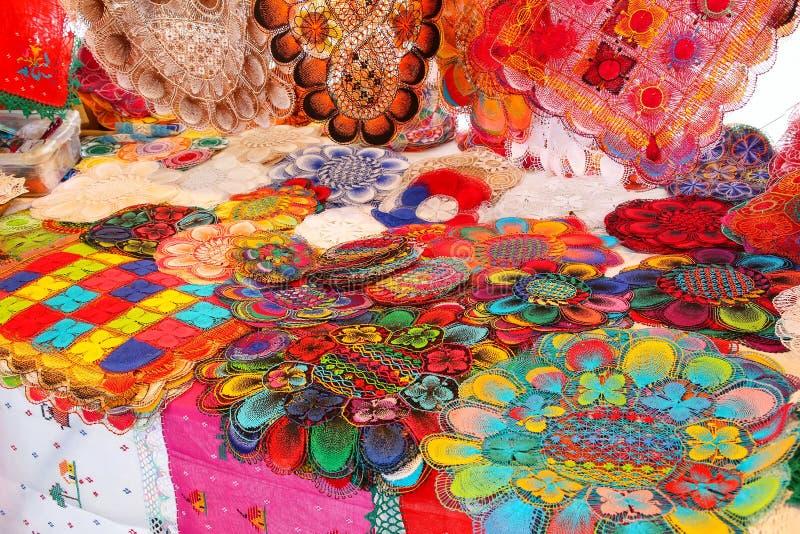 Exhibición del nanduti en el mercado callejero en Asuncion, Paraguay imágenes de archivo libres de regalías