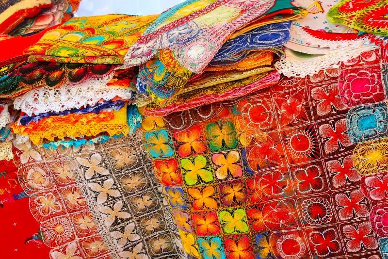 Exhibición del nanduti en el mercado callejero en Asuncion, Paraguay imagen de archivo