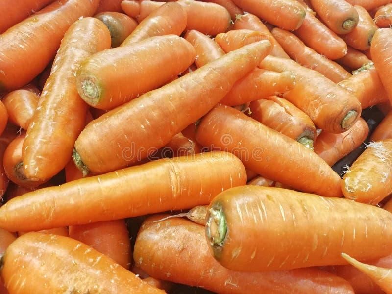 Exhibición fresca de las zanahorias foto de archivo libre de regalías