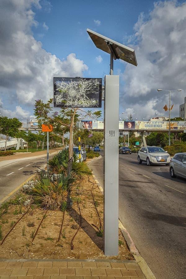 Exhibición quebrada de la parada de autobús fotos de archivo