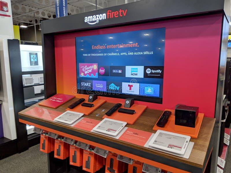Exhibici?n del fuego TV del Amazonas dentro de la tienda de Best Buy fotos de archivo